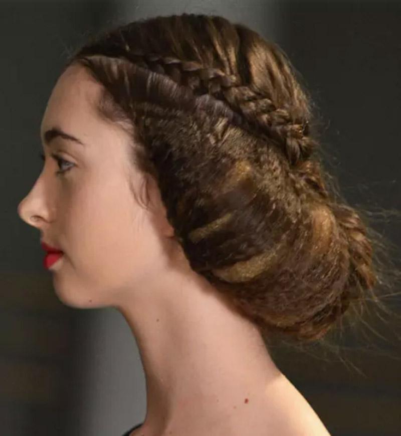 Búi tóc phồng sau đầu