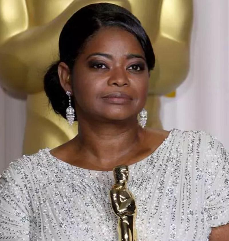 Diễn viên Octavia Spencer - Tóc búi lệch bên