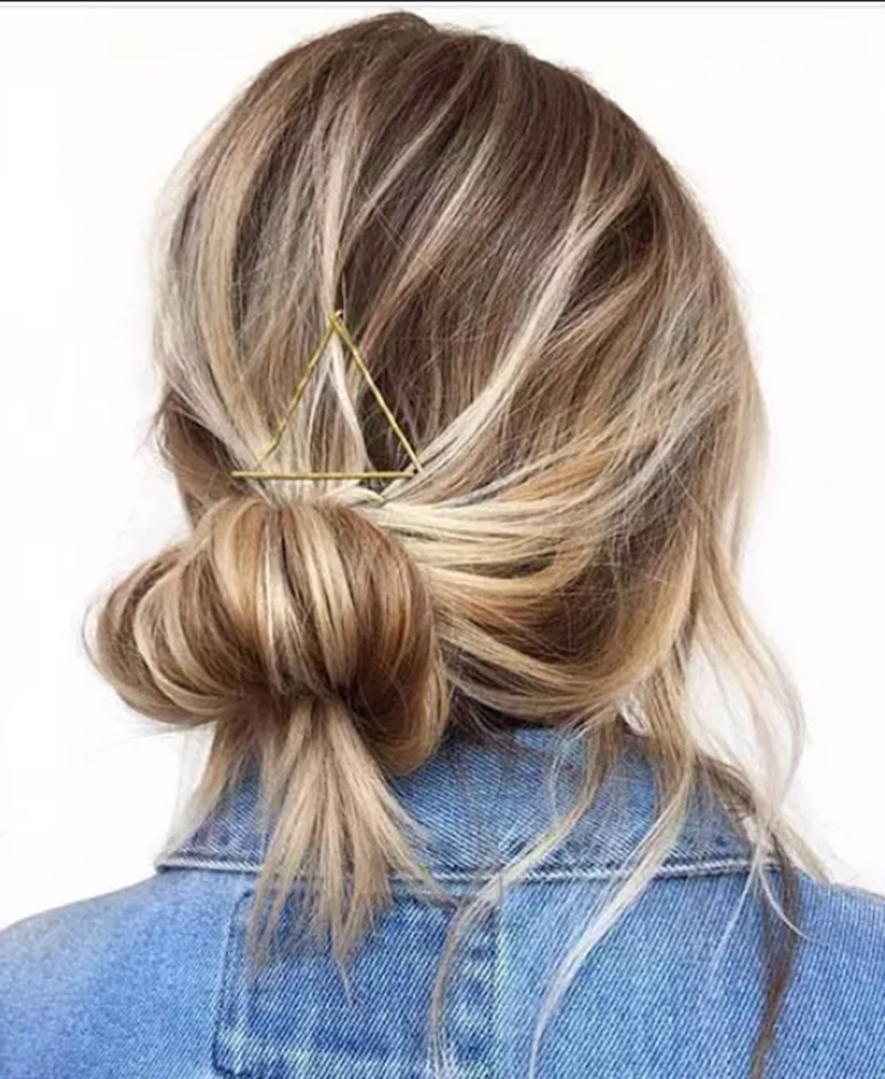 Kiểu tóc búi thấp kết hợp trang trí từ kẹp tăm