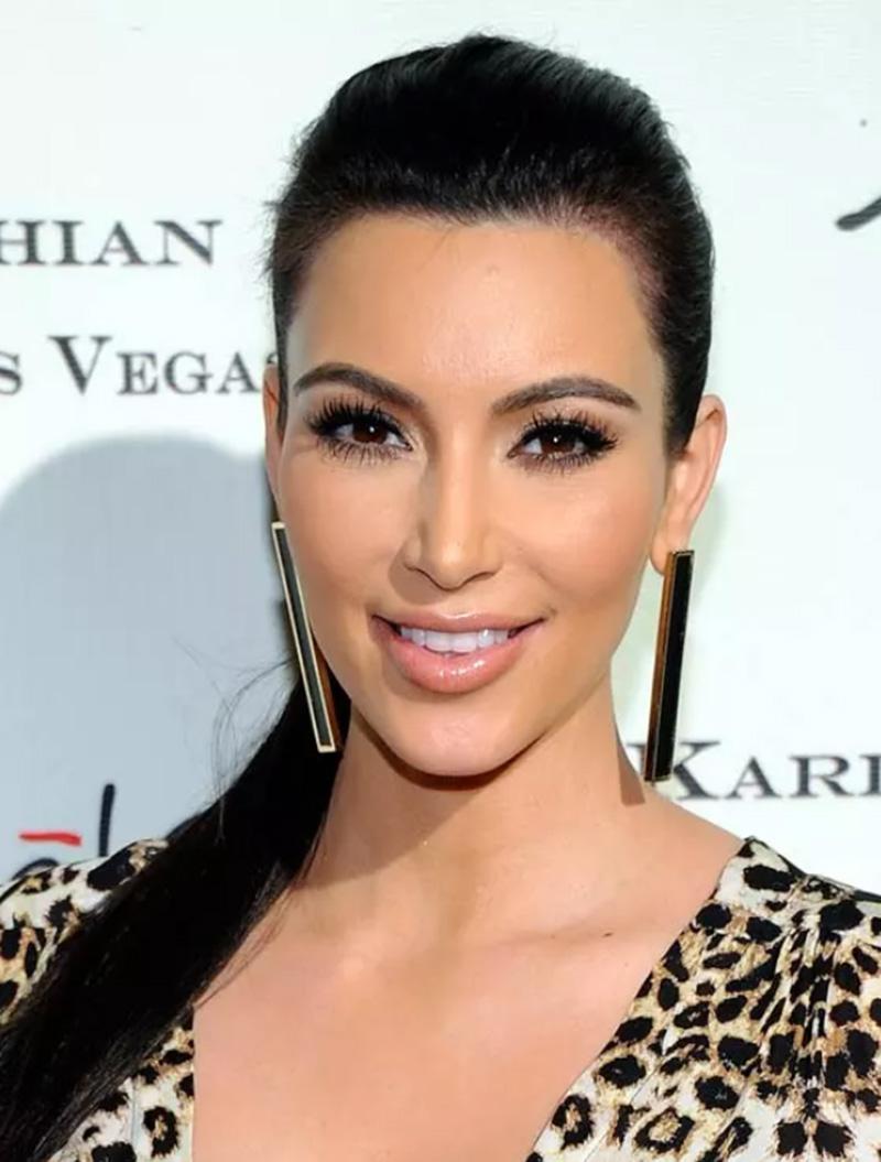 Kiểu tóc đuôi ngựa dài thanh lịch, bóng mượt của Kim Kardashian