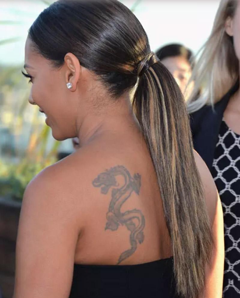 Kiểu tóc đuôi ngựa thẳng bóng mượt