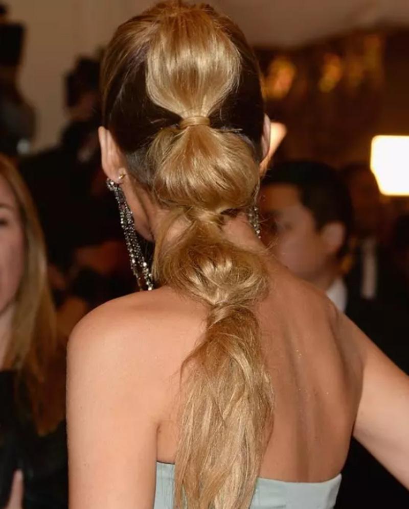 Tóc buộc đuôi ngựa dễ thương theo phong cách công chúa tóc mây Rapunzel
