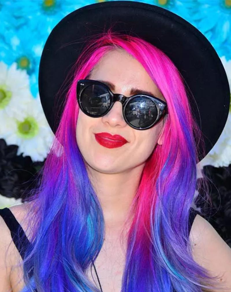 Tóc cắt layer xoăn sóng nhiều màu