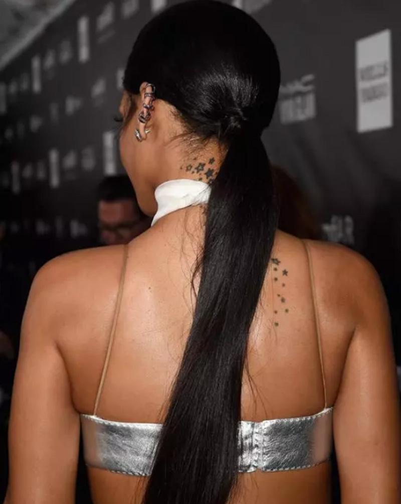Tóc đuôi ngựa dài màu đen bóng mượt