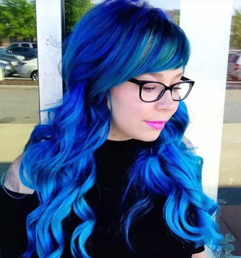 Tóc nhuộm xanh mái lệch