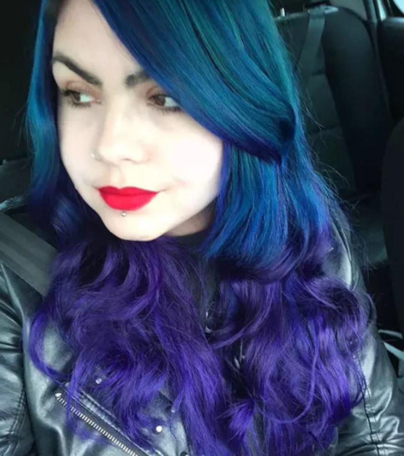Tóc xoăn nhuộm xanh ánh tím