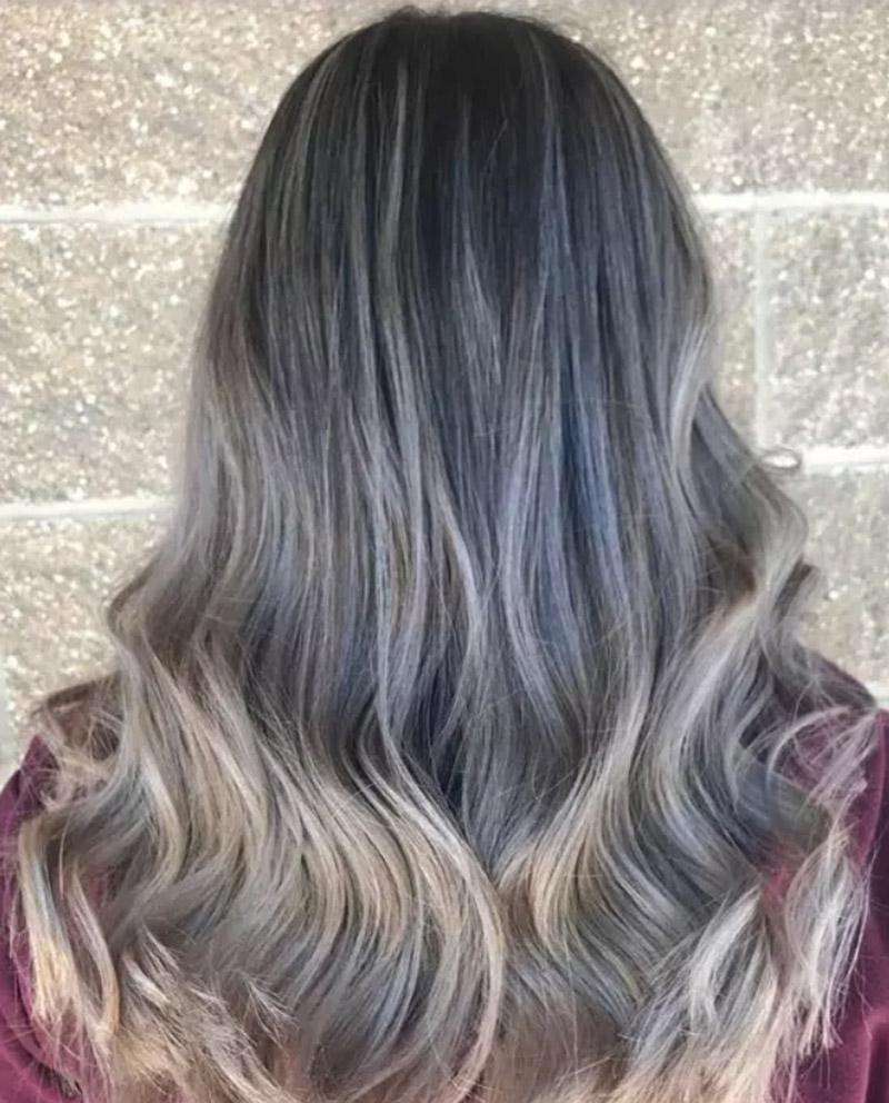 Kiểu tóc nhuộm màu vàng tro ánh bạc
