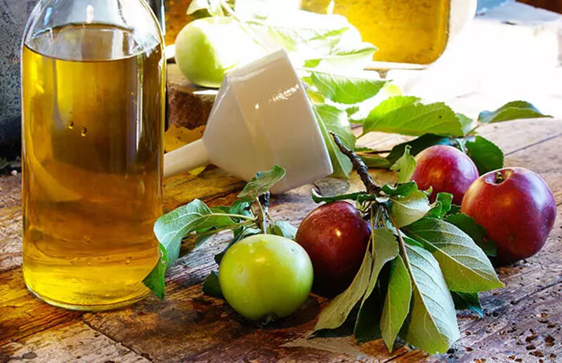 Giấm táo và tinh dầu tràm trà