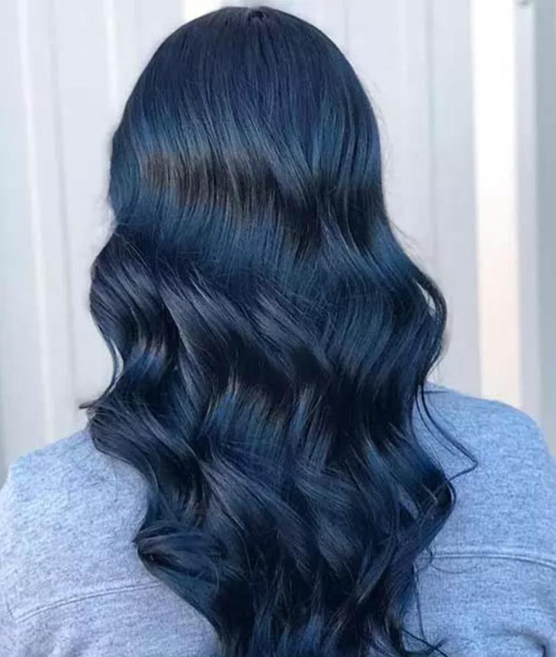 Mái tóc xoăn gợn sóng màu xanh đen
