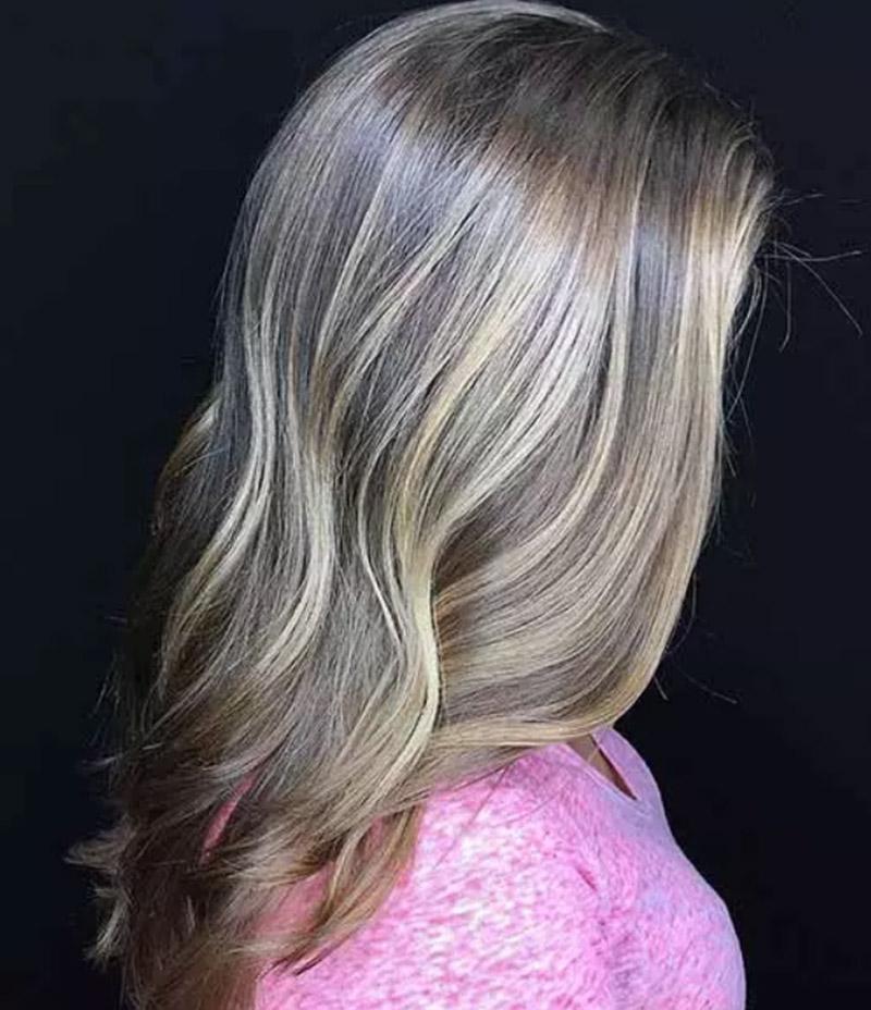 Màu tóc vàng tro bẩn