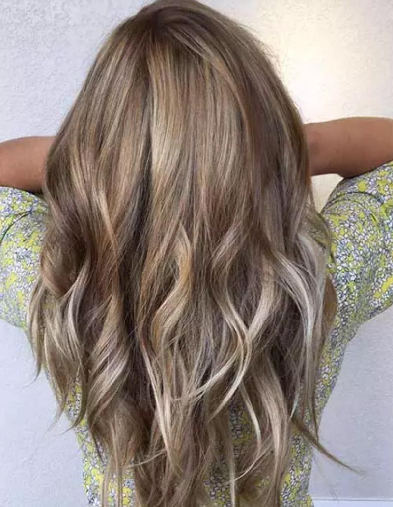 Màu tóc vàng nâu sẫm