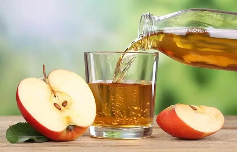 Nước ép táo và nước ép hành tây