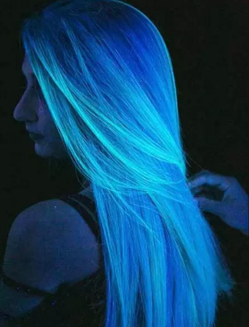 Kiểu tóc nhuộm màu phát sáng trong bóng tối