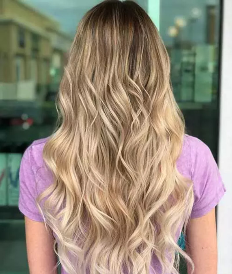 Mái tóc vàng uốn xoăn sóng nước