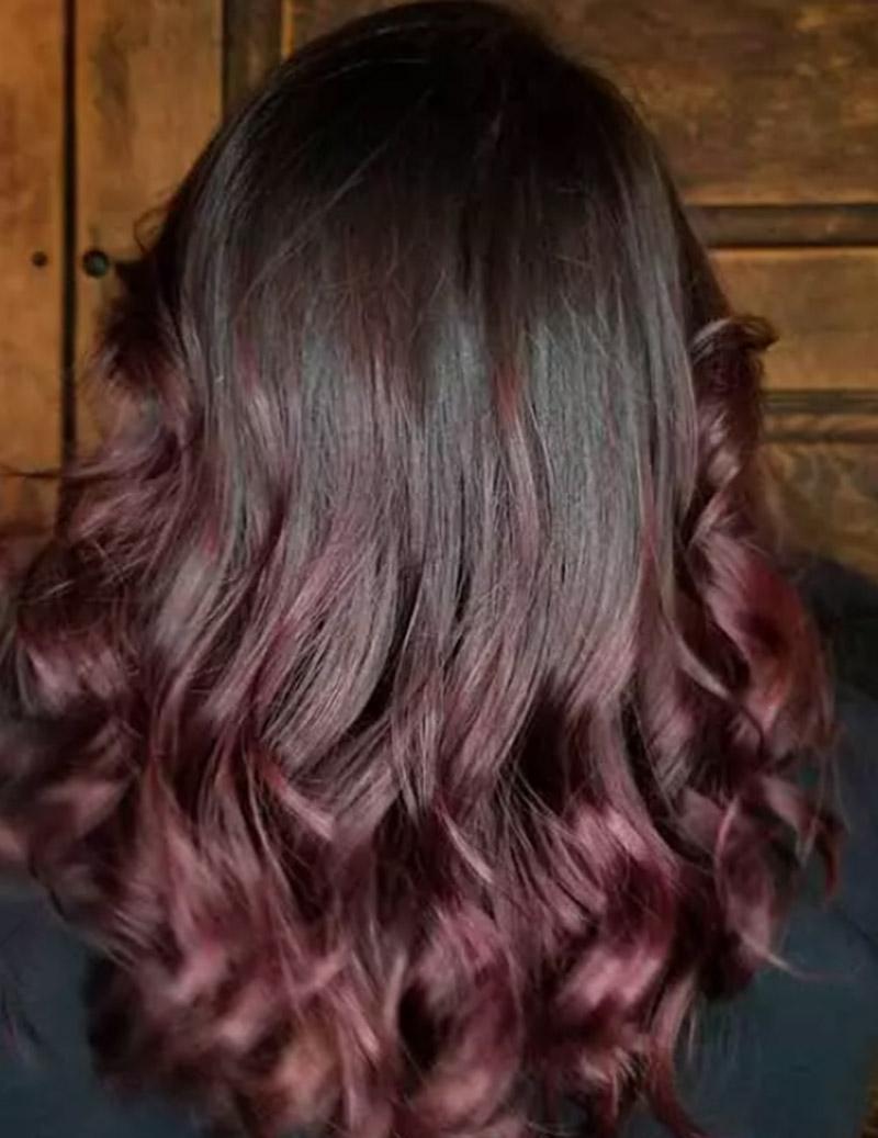Màu ombre đỏ tím trên mái tóc đen
