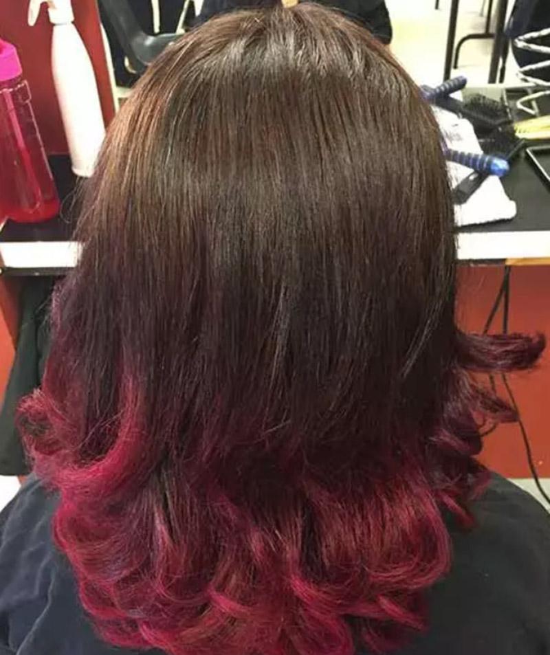 Màu hồng anh đào kết hợp mái tóc đen