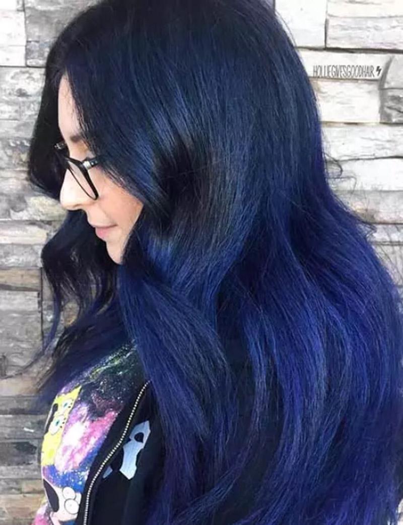 Kiểu tóc nhuộm màu xanh sâu thẳm