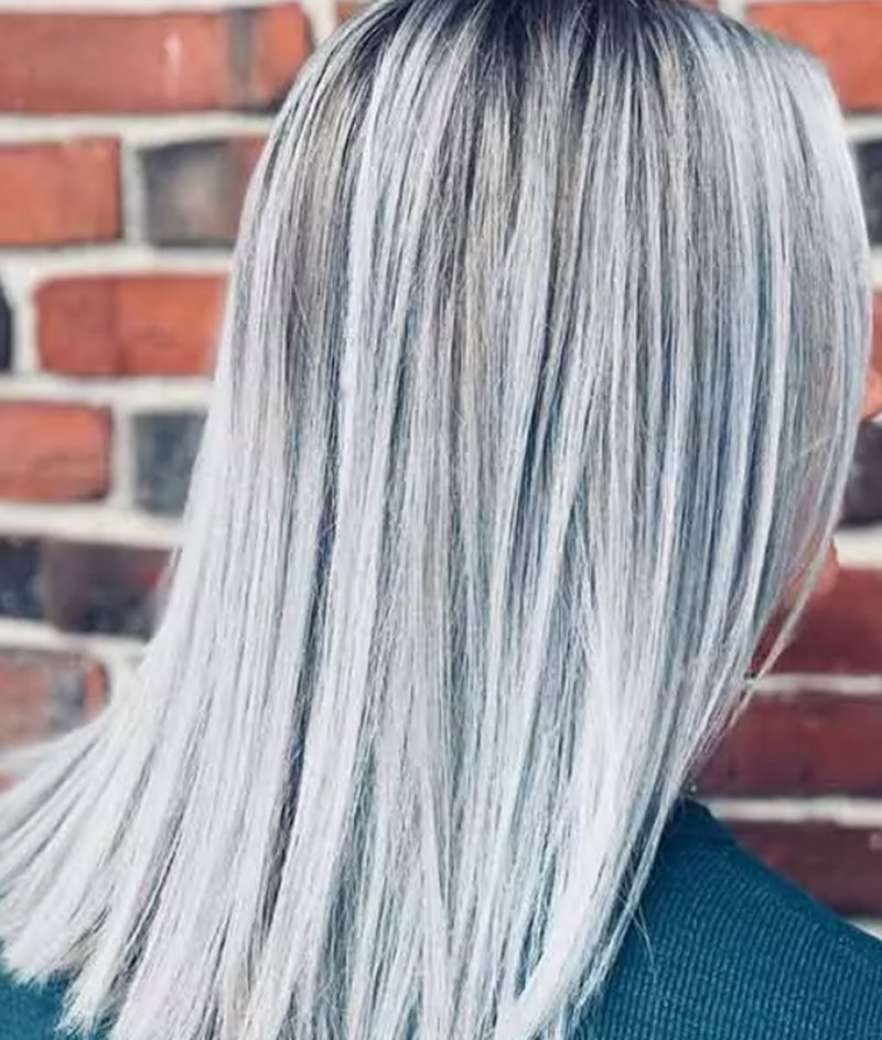 Màu bạch kim phủ sương mờ