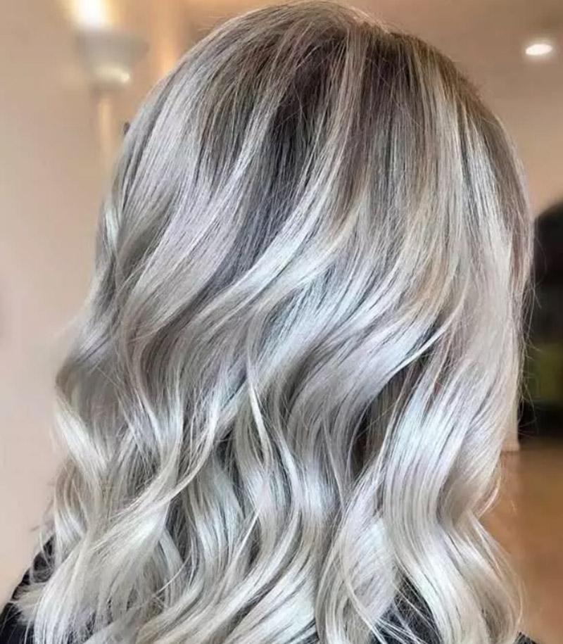 Kiểu tóc nhuộm màu vàng trắng băng giá