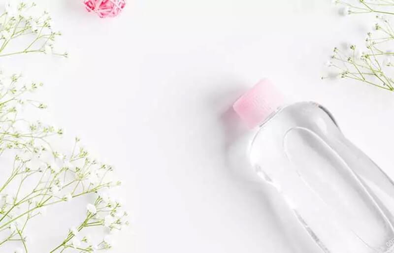 Dung dịch nước súc miệng Listerine và dầu em bé