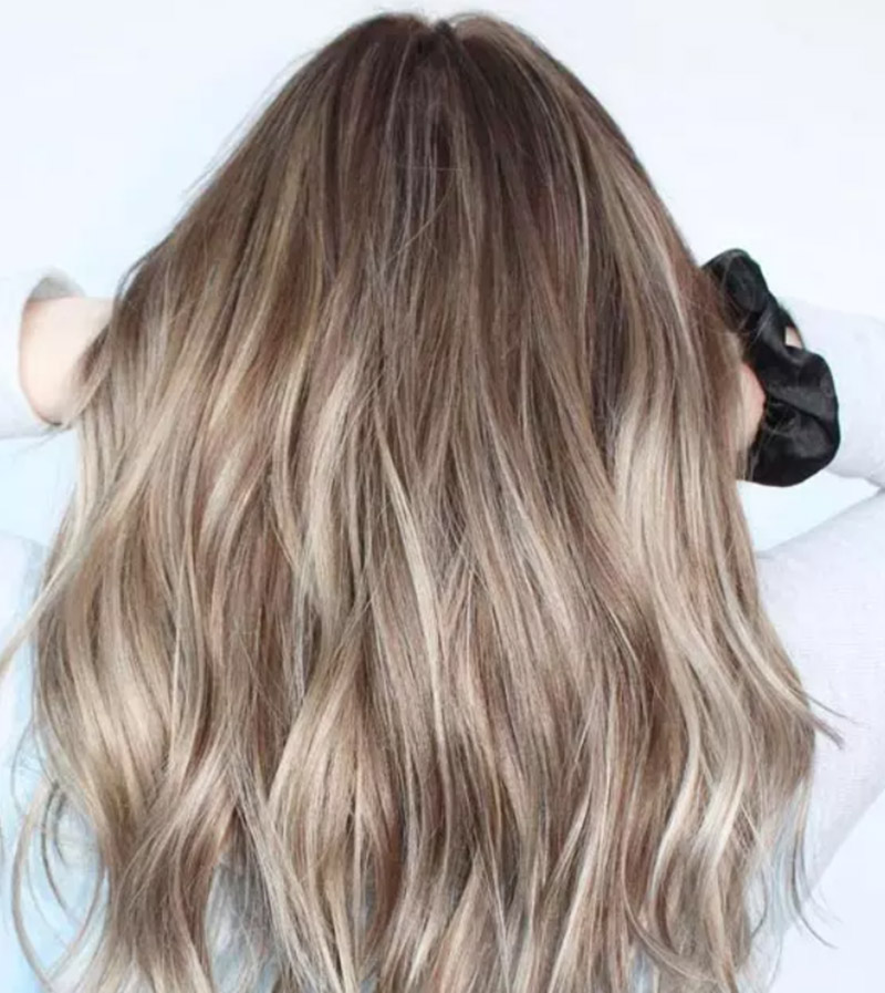 Kiểu tóc nhuộm màu vàng bơ