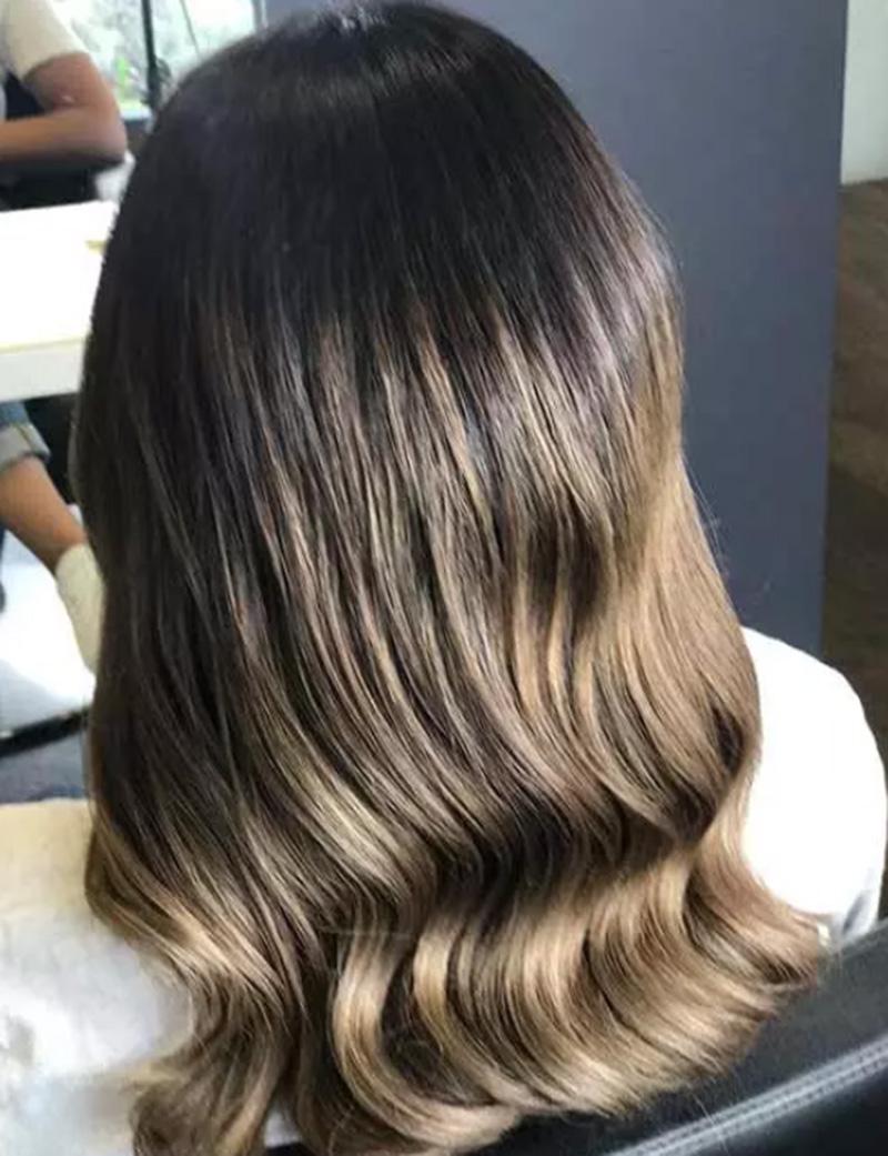 Nhuộm highlight sáng màu cho mái tóc nâu sẫm