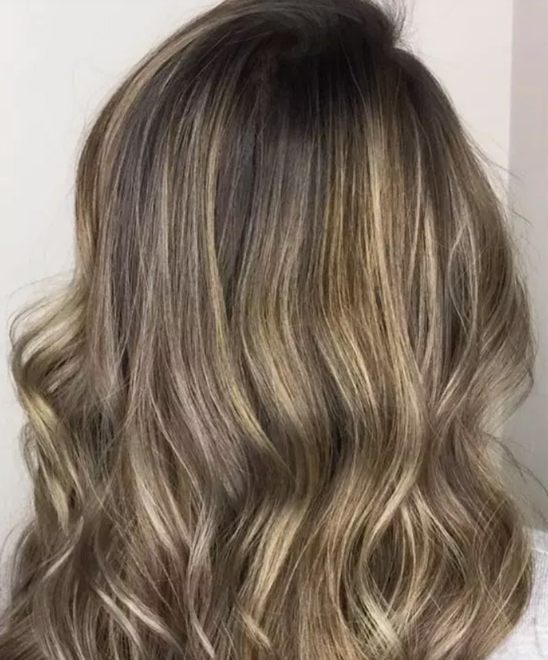 Kiểu tóc nhuộm màu vàng tro ánh kim