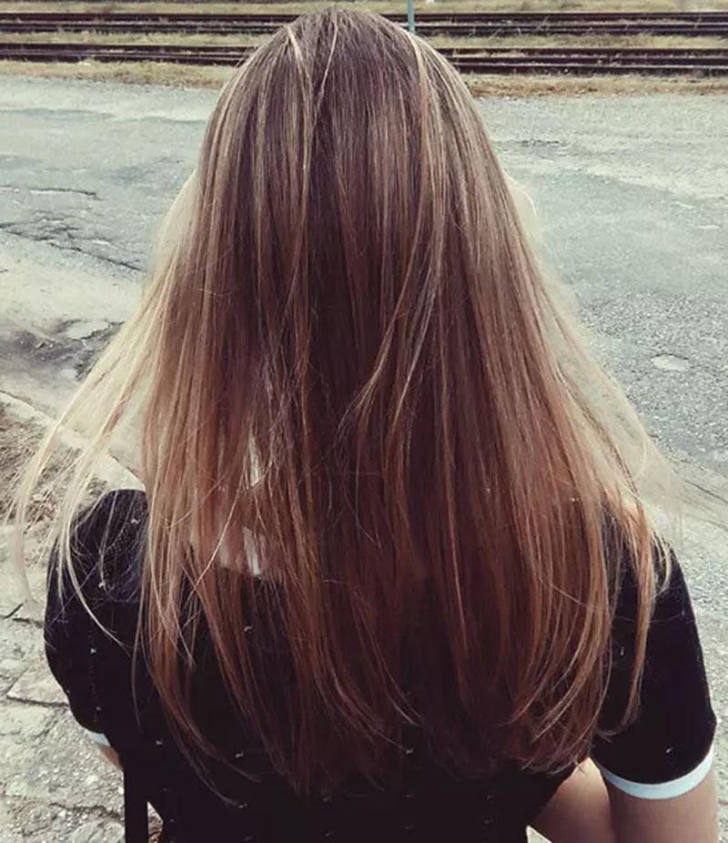 Mái tóc vàng sẫm với highlight