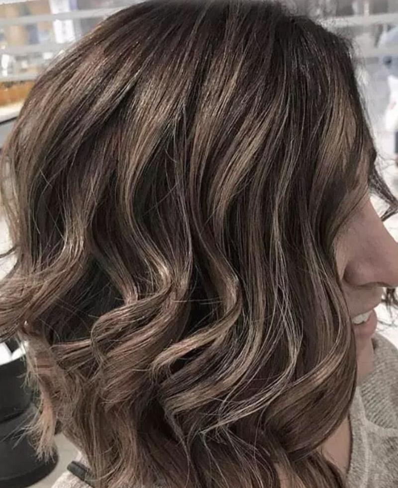 Kiểu tóc nhuộm vàng sô cô la