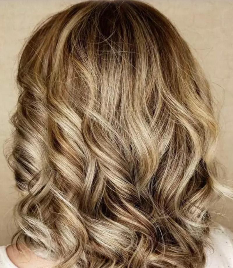 Kiểu tóc nhuộm màu vàng đồng