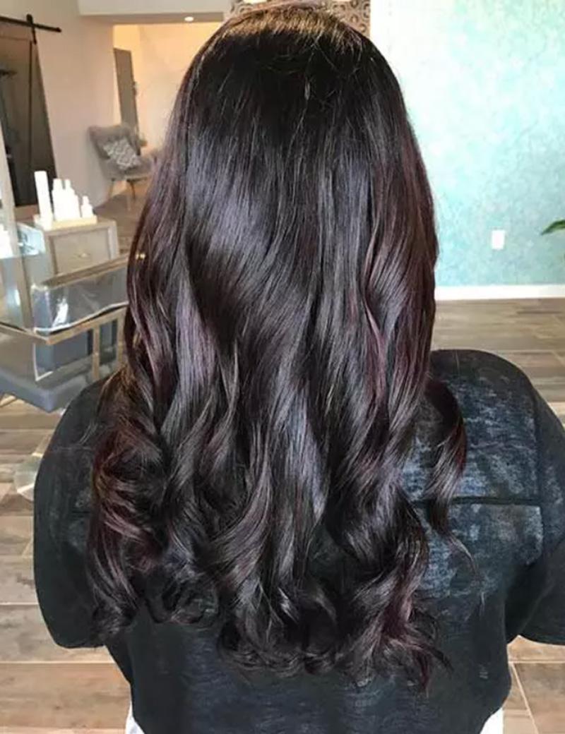 Tóc nhuộm highlight màu đỏ tía