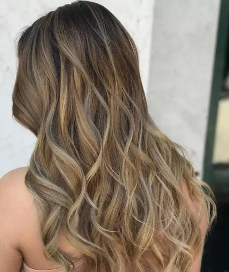 Kiểu tóc nhuộm màu vàng tro sẫm