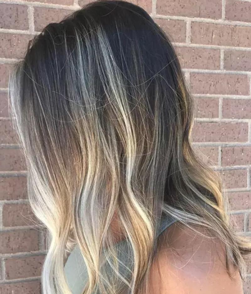 Kiểu tóc với phần đuôi nhuộm vàng