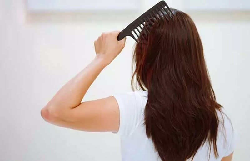 Thay đổi đường ngôi tóc và dáng tóc thường xuyên