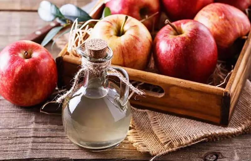 Dung dịch nước súc miệng Listerine và giấm táo