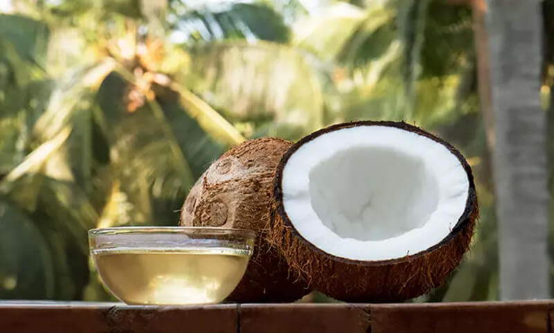 Dầu dừa và tinh dầu tràm trà