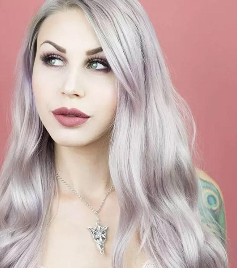 Tóc nhuộm màu bạc kết hợp với hồng