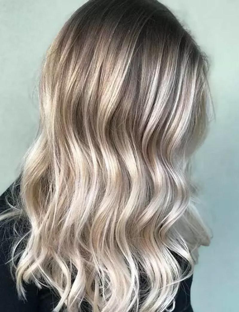 Màu tóc vàng xám nhạt