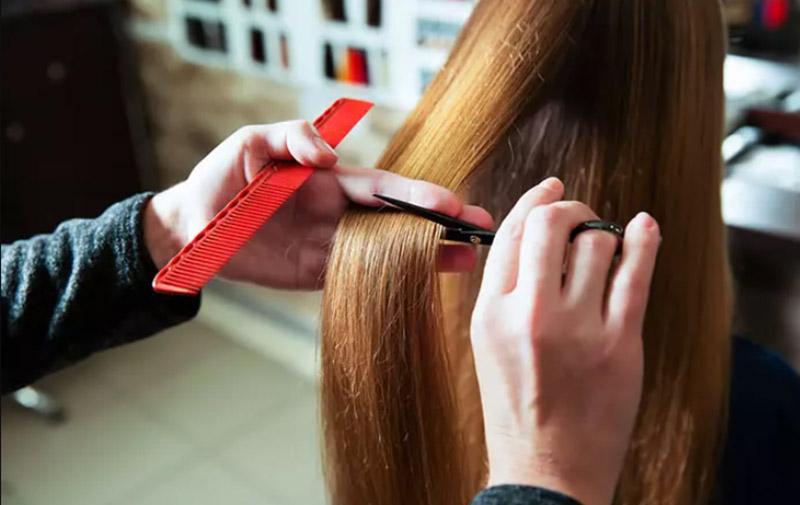Tỉa đi phần tóc hư tổn