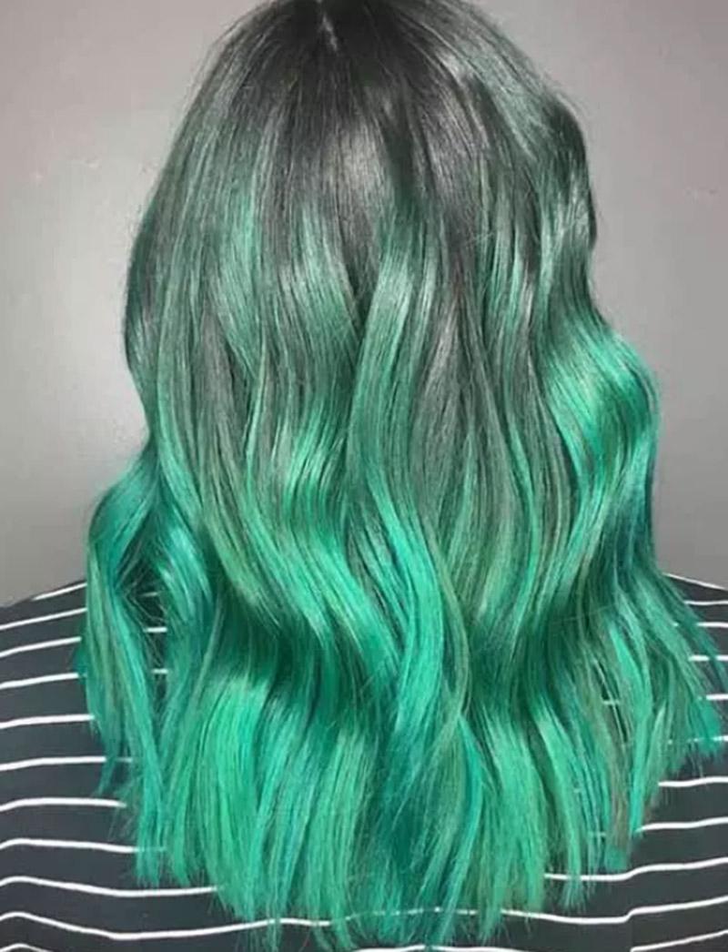 Kiểu tóc nhuộm màu xanh lá kết hợp màu bạc