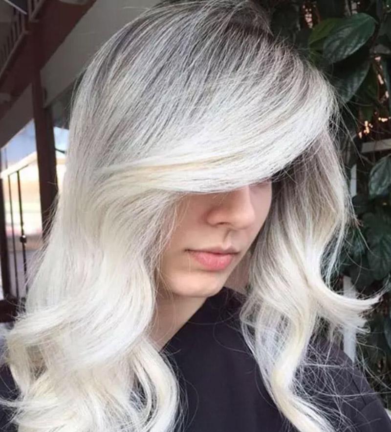 Kiểu tóc nhuộm màu vàng sáng
