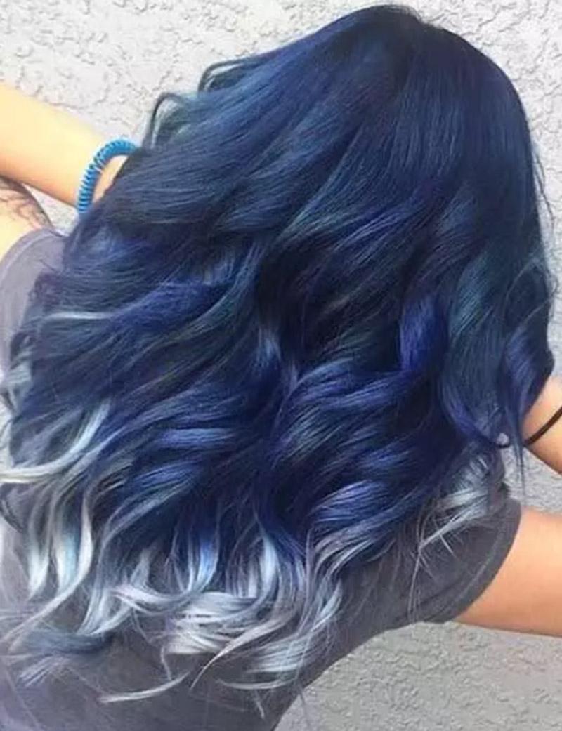 Tóc xanh ombre với phần đuôi màu bạc