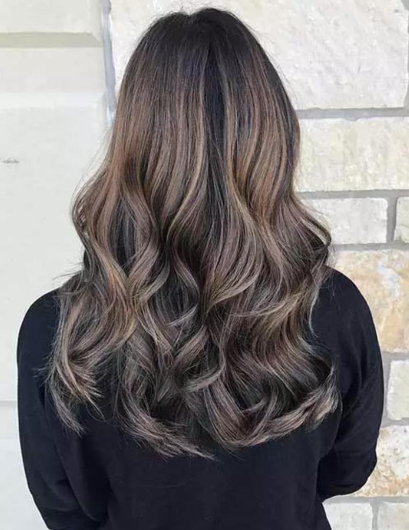 25 Ý tưởng nhuộm highlight cho mái tóc sẫm màu tuyệt đẹp - GOLDWELL
