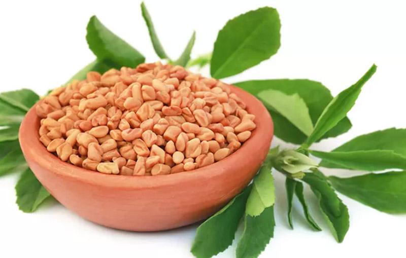 Ủ tóc với bột henna và hạt cà ri