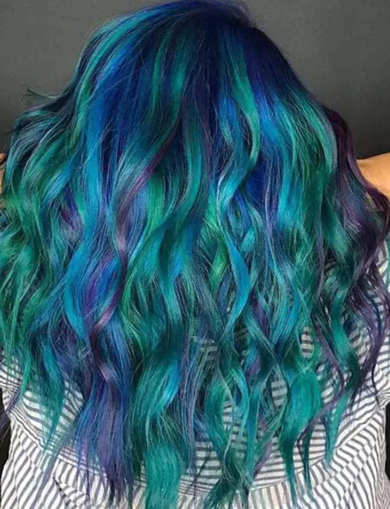 Kiểu tóc sóng biển nhuộm nhiều màu