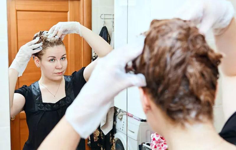 Bước 3: Nhuộm tóc