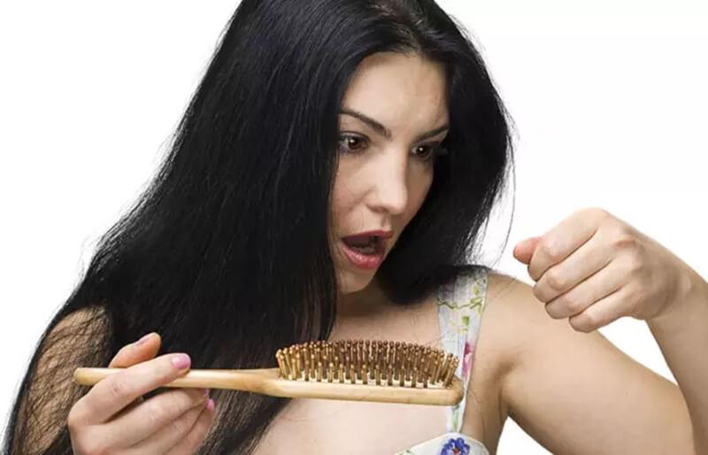 Cách sử dụng dầu thầu dầu để chống rụng tóc