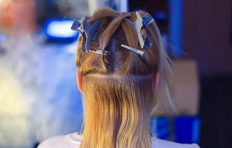 Chia tóc bằng kẹp mỏ vịt