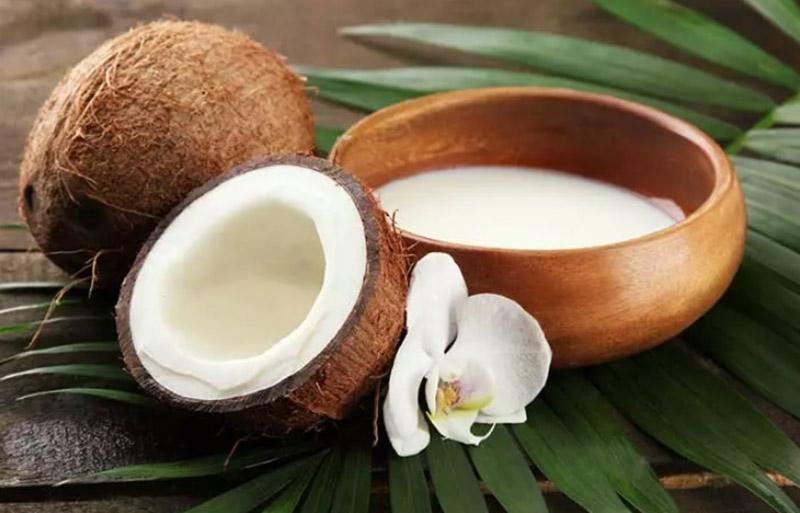 Dầu xả sữa dừa điều trị sâu cho tóc khô