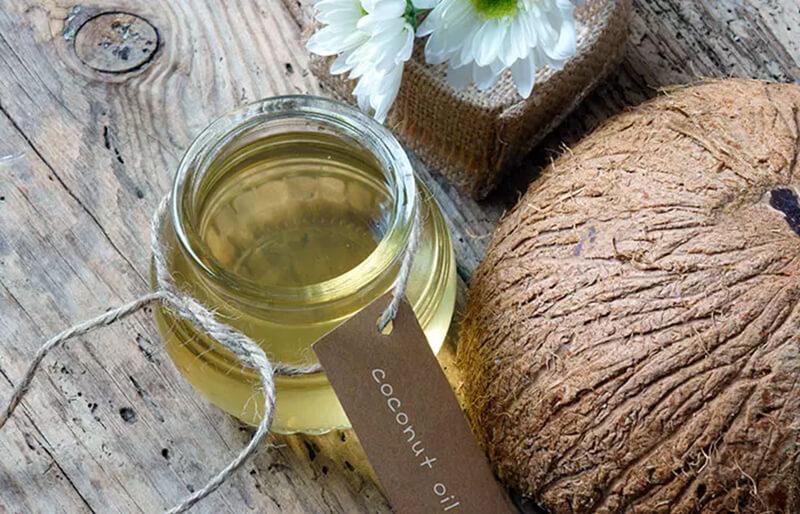 Điều trị gàu bằng dầu dừa và baking soda